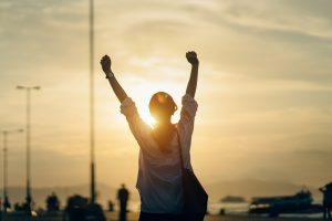 شادی و خوشبختی را با دستهایمان بسازیم