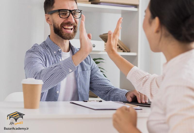روابط دوستانه با همکاران