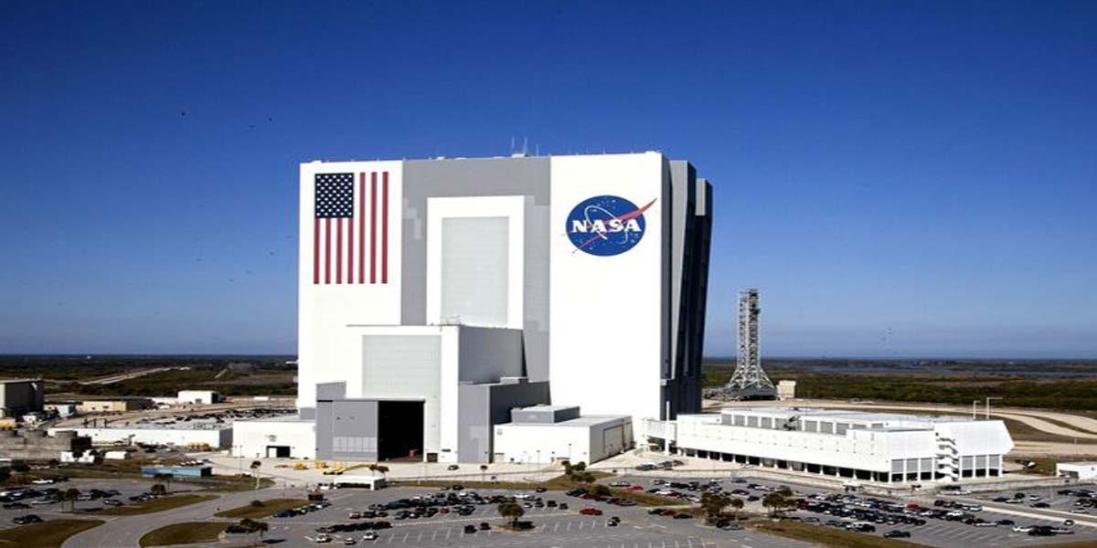 همکاری با ناسا