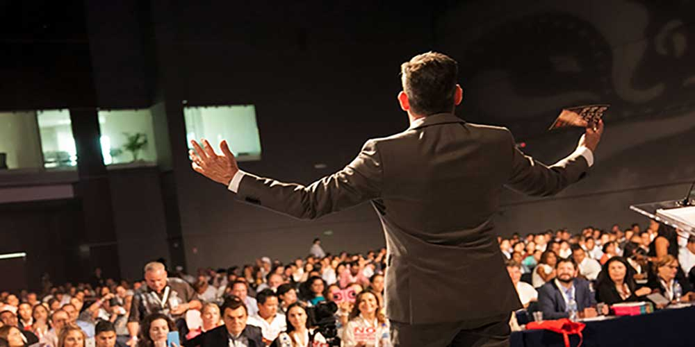 سخنرانی کردن