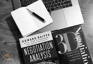 کتاب «مذاکره کردن به روش اساتید هاروارد»