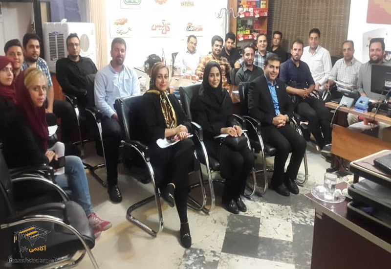 دوره آموزشی زبان و بدن و آداب معاشرت توسط آکادمی بازار - دکتر احمد محمدی
